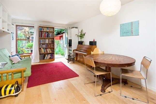 Thumbnail Property to rent in Buxton Street, London