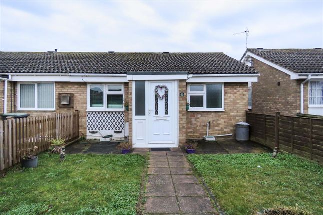 Thumbnail Semi-detached bungalow to rent in Sandy View, Biggleswade