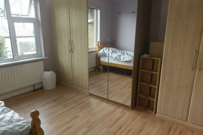 Thumbnail Room to rent in Edinburgh Road, Sutton