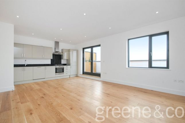 2 bed flat to rent in Claridge House, Mortimer Road, London