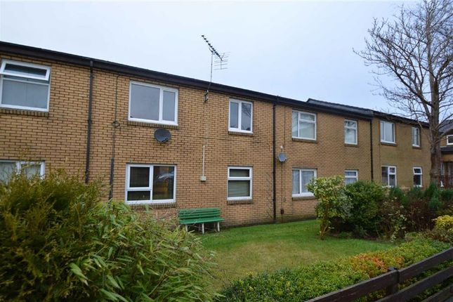 2 bed flat to rent in Curlew Close, Oswaldtwistle, Accrington