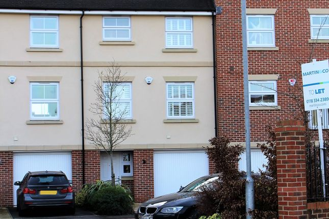 Thumbnail Town house to rent in Siskin Gate, Bracknell