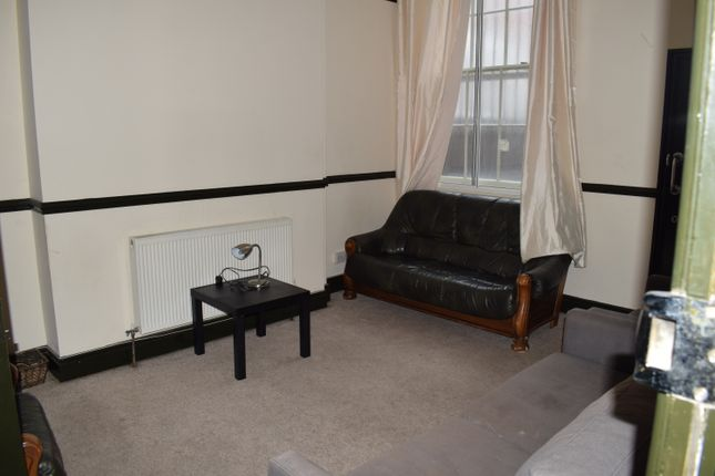 3 bed flat to rent in Seel Street, Liverpool