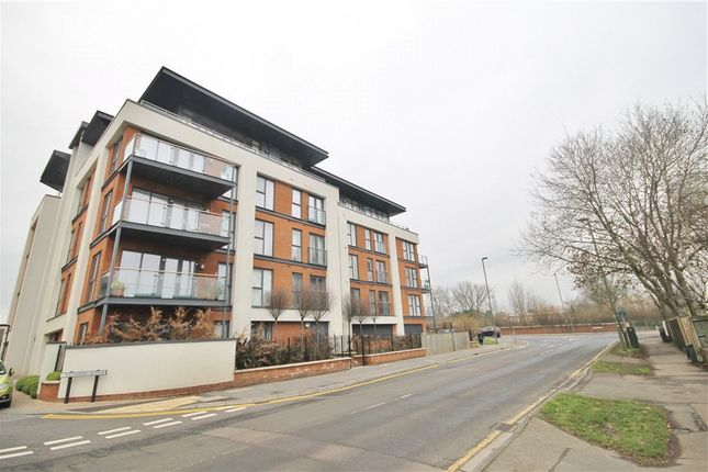 Thumbnail Flat for sale in Hazel House, Sycamore Avenue, Woking, Surrey