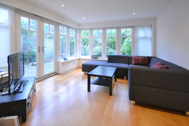 Thumbnail Town house to rent in Mountview Close, London