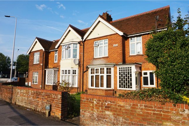 Thumbnail Flat for sale in Greenham Road, Newbury