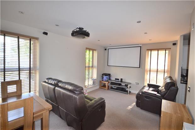 Thumbnail Flat to rent in Rennie Close, Lime Grove Gardens, Bath