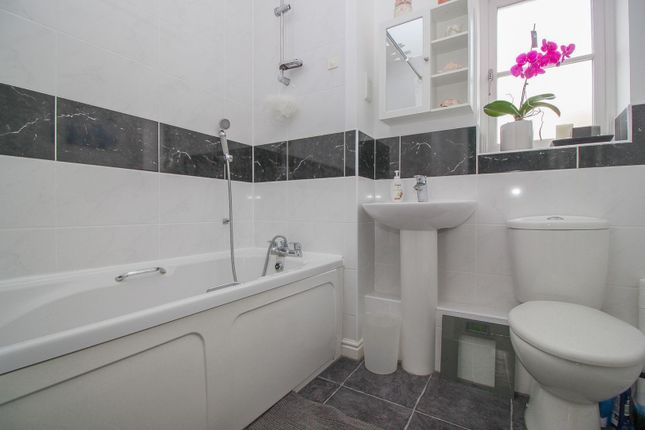 Family Bathroom of Bluewater Quay, Bedford MK42