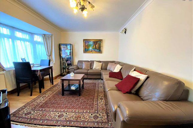 Thumbnail Maisonette for sale in Briar Close, London