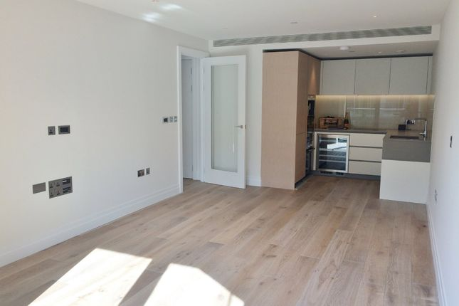 Thumbnail Flat for sale in Nine Elms, Battersea