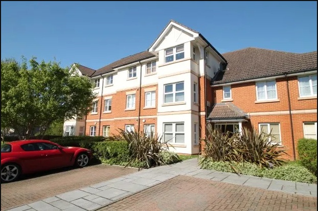 2 bed flat to rent in Sunnydene Road, Purley CR8