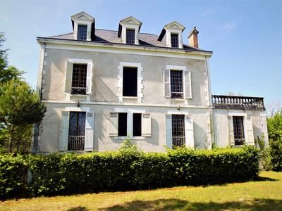 7 bed country house for sale in Hautefort, Dordogne, France