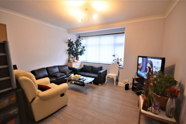 3 bed terraced house to rent in Netley Road, Ilford IG2
