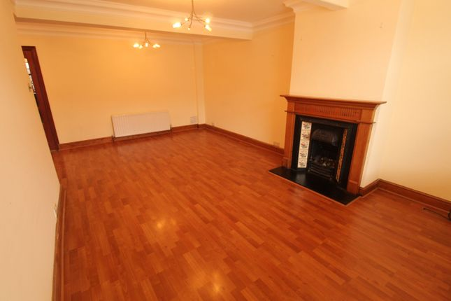 Very Well Looked After Three Bedroom House With Two Toilets In Sutton