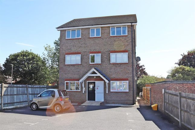 Tg Front of Hardwicke Place, London Colney, St. Albans AL2