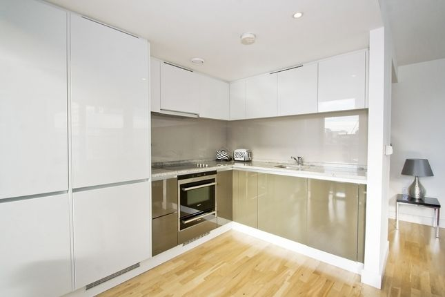 2 bed flat for sale in Marsh Wall, London