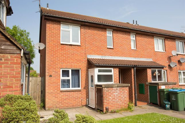 Thumbnail Flat to rent in The Dell, Aylesbury