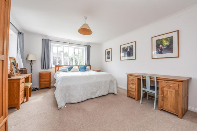 Bedroom of Dean Wood Close, Woodcote, Reading RG8