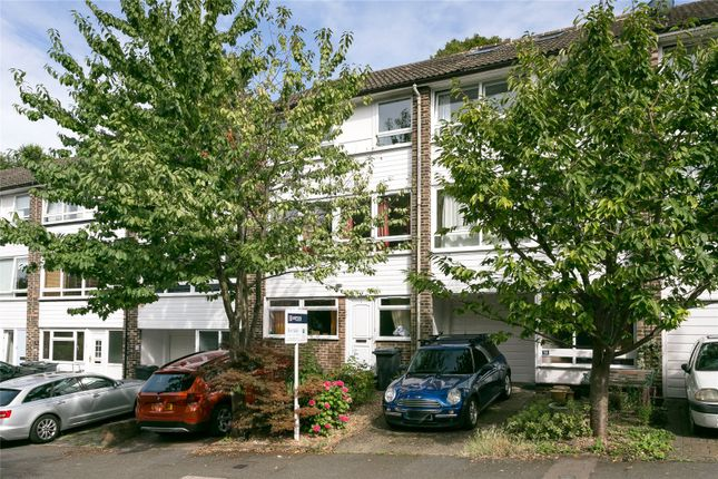 Thumbnail Terraced house for sale in Wakefield Gardens, London