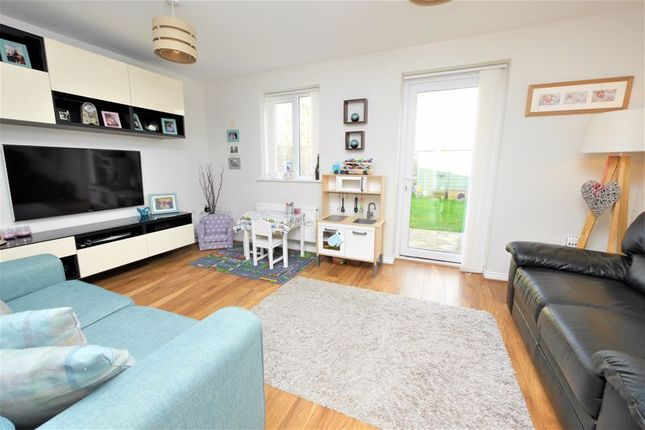 Lounge of Blackthorn Road, Didcot OX11