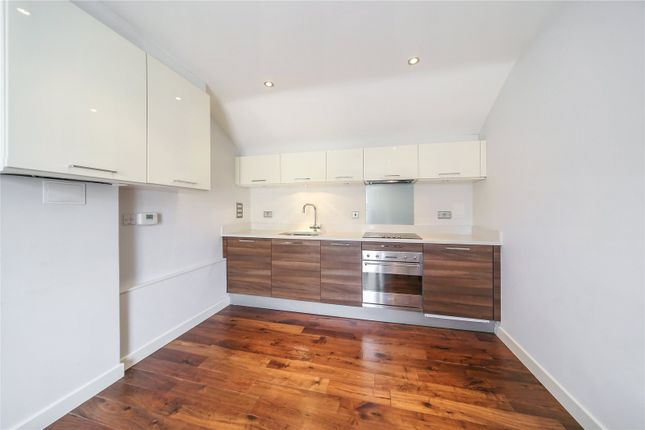 Flat to rent in The Gallery, Elbe Street, London
