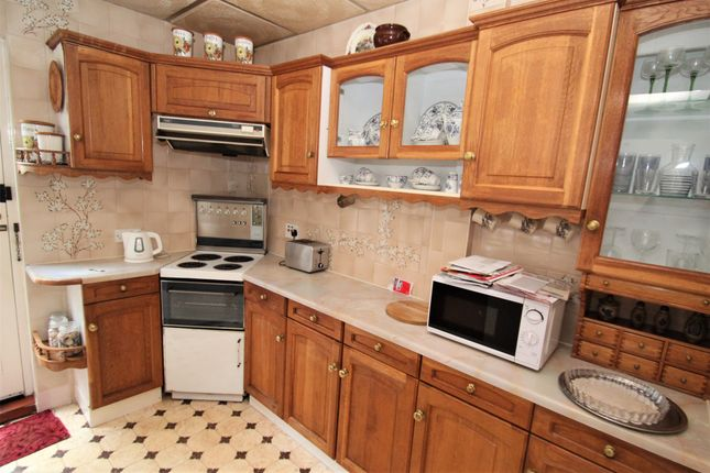 Kitchen of The Meadway, Dore S17