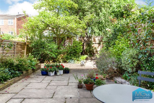 Picture No. 13 of Oakview Gardens, East Finchley, London N2