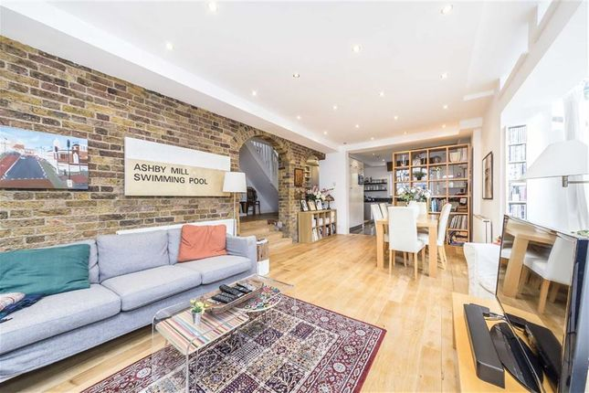 Thumbnail Property to rent in Mandrell Road, London