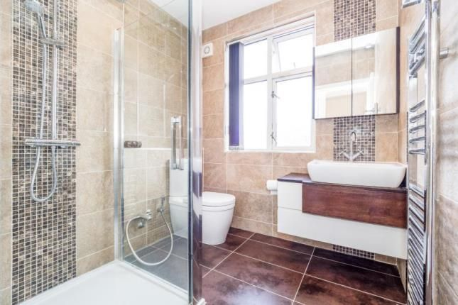 Main Shower & WC