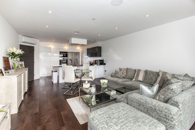 Thumbnail Penthouse for sale in Braywick Road, Maidenhead