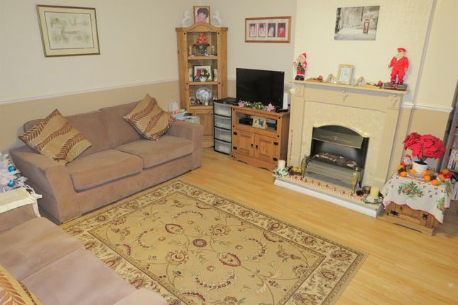 Lounge of Hallfields Lane, Peterborough PE4