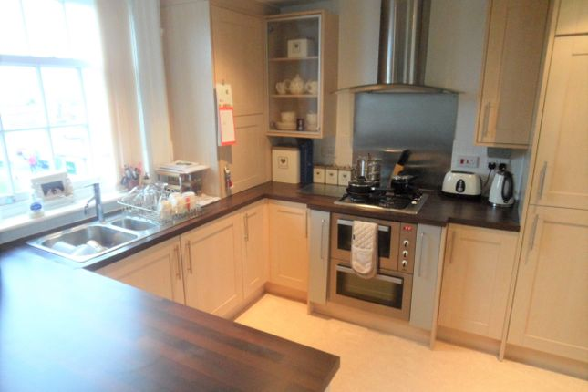 2 bed flat to rent in Hillgate, Stockport, Cheshire SK1