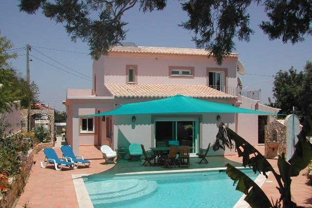 3 bed villa for sale in Portugal, Algarve, Armacao De Pera