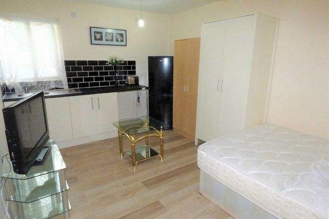 Thumbnail Room to rent in Normandy Drive, Hayes, Middlesex, United Kingdom
