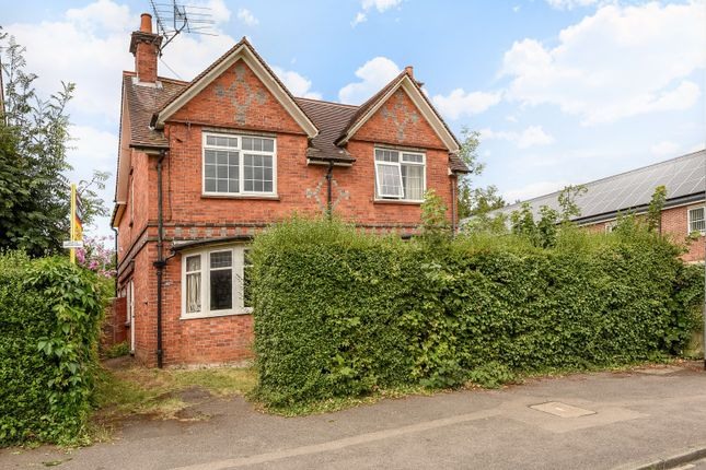 Thumbnail Detached house for sale in Eastern Avenue, Reading