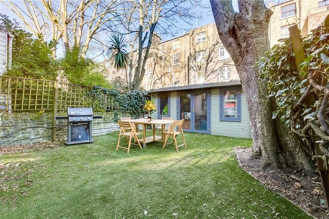 Flat in  Nevern Square  London  Chelsea