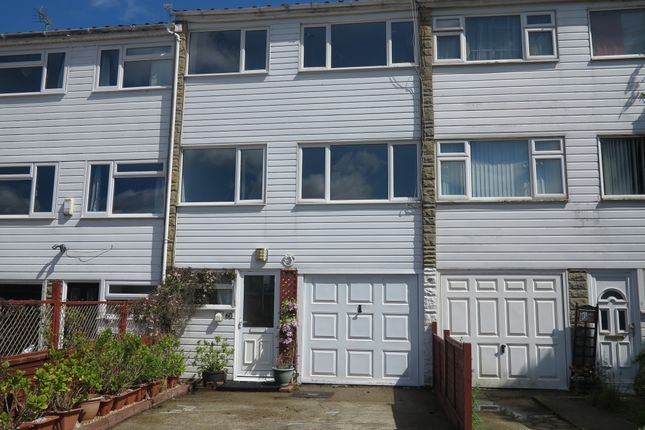 Thumbnail Town house to rent in Hanwood Close, Woodley, Reading