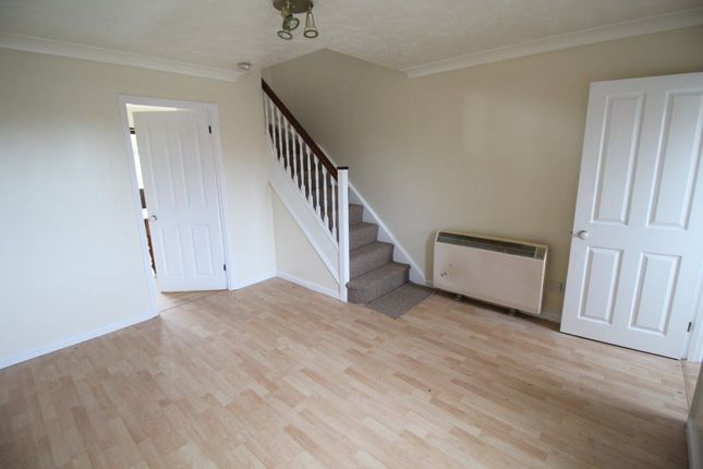 Thumbnail Property to rent in Cromer Way, Luton