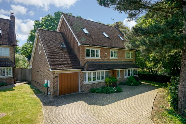 Thumbnail Detached house for sale in Rivington Gardens, Northchurch, Berkhamsted