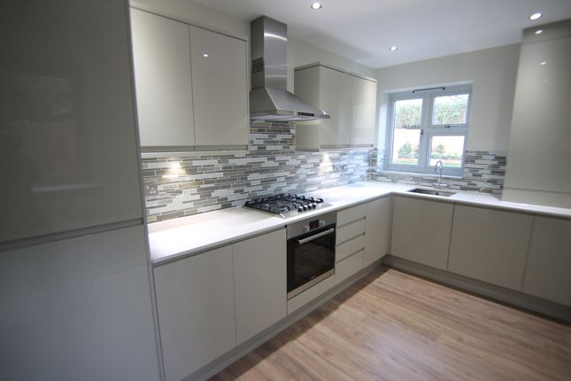 3 bedroom flat to rent in Button Lodge, 46 Stainforth Road, London