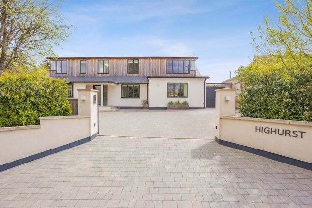 Thumbnail Detached house for sale in Broadlayings, Woolton Hill, Newbury, Hampshire