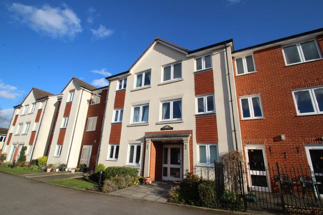 1 bed flat for sale in Croft Road, Aylesbury