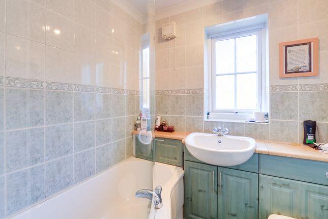 Bathroom of Yew Tree Drive, Kingsteignton, Newton Abbot TQ12