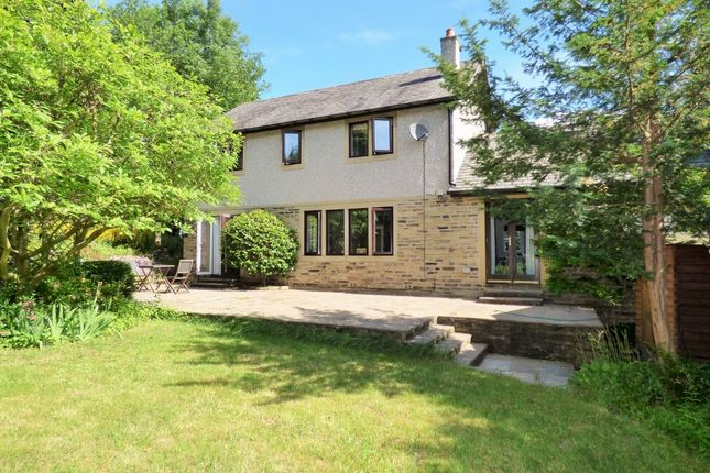 Thumbnail Detached house for sale in Rosse Field Park, Bradford