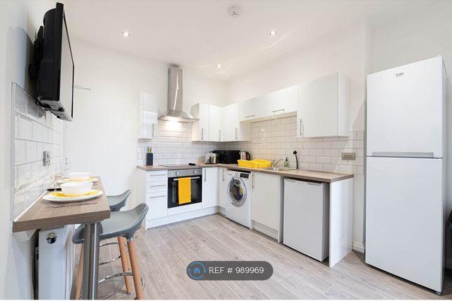 Room to rent in Room 4 - Wistaston Road, Crewe CW2