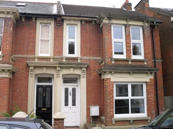 3 bed terraced house to rent in Sussex Avenue, Ashford, Kent