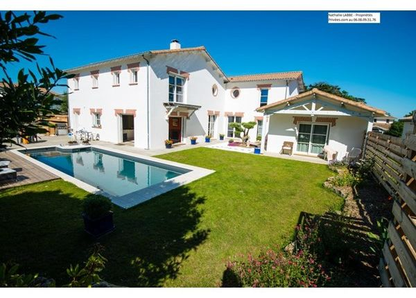 6 bed property for sale in 44210, Pornic, Fr