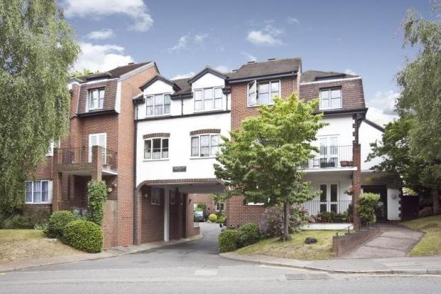 1 bed flat to rent in Monument Hill, Weybridge