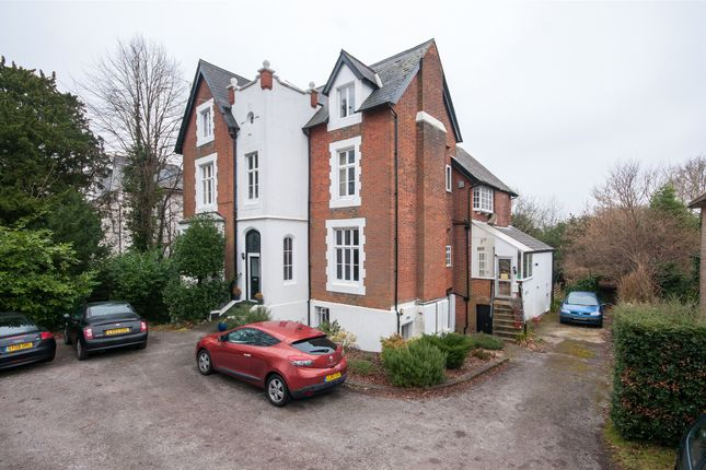 1 bed flat for sale in Wray Park Road, Reigate, Surrey