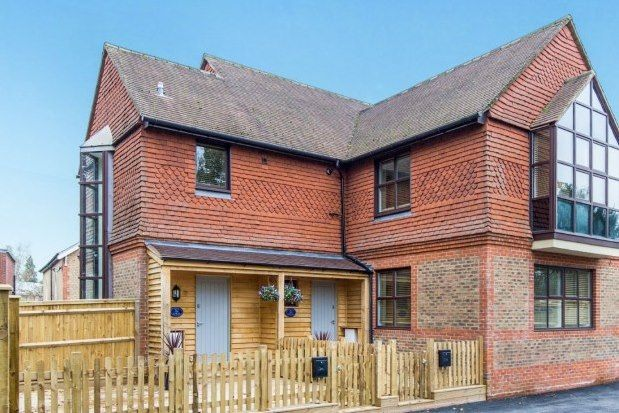 2 bed flat to rent in The Gables, Midhurst GU29
